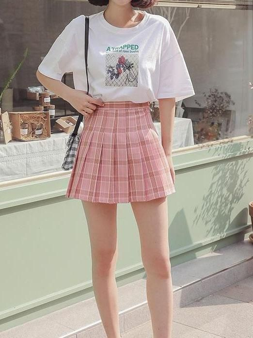 Pleated mini skirt was all the rage in the 1950s